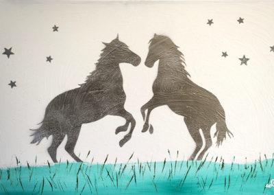 cavalli-fondo-bianco-giorno